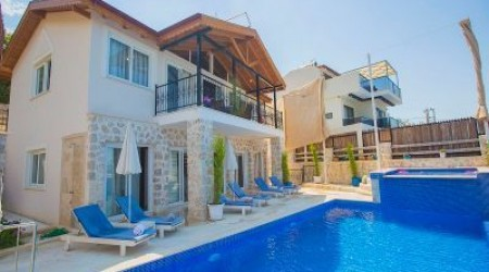4BR Halal Villa with Sea & Mountain View